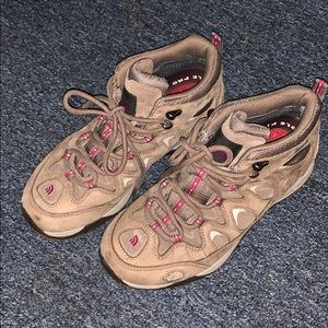Excellent used The North Face hiking boots